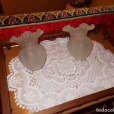 Antigüedades: PAREJA TULIPAS DE CRISTAL DE LAMPARA ANTIGUA ,AÑOS 50. Lote 95448715