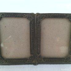 Antigüedades: ANTIGUO PORTAFOTOS MARCO DOBLE METAL. Lote 95460011