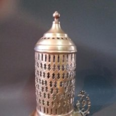 Antigüedades: ANTIGUO Y PRECIOSO PORTA VELAS DE LATÓN . Lote 95532439