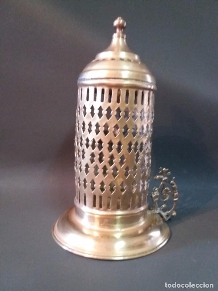 Antigüedades: ANTIGUO Y PRECIOSO PORTA VELAS DE LATÓN - Foto 5 - 95532439