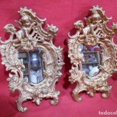 Antigüedades: PAREJA DE ESPEJOS DE COLGAR EN BRONCE. Lote 95554915