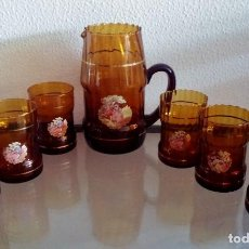 Antigüedades: JARRA CON 6 VASOS DE CRISTAL - COLOR CARAMEL - REF. 821. Lote 95559059