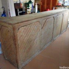 Antigüedades: MOSTRADOR ANTIGUO DE MADERA DE UN COLMADO DE 1920. Lote 95616342