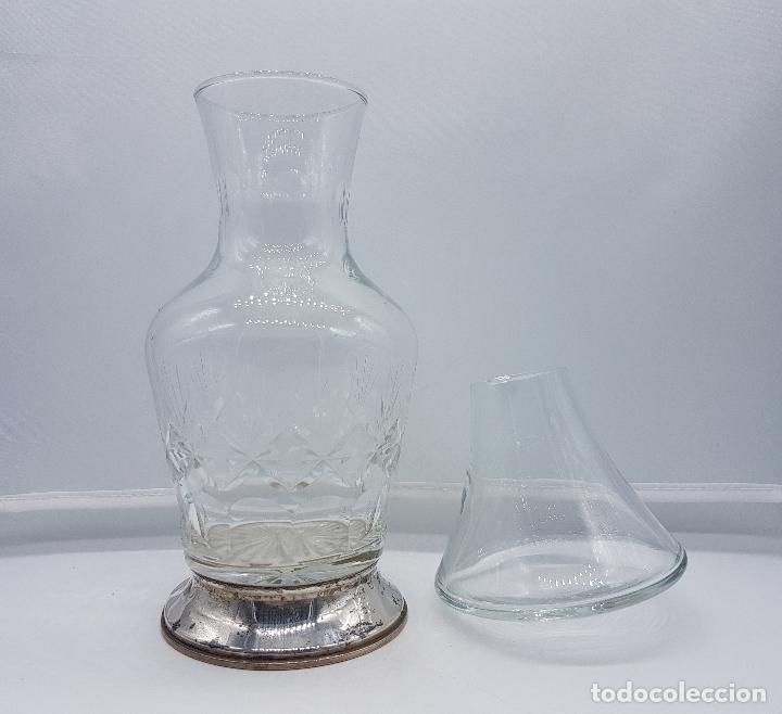 Antigüedades: Botella antigua art decó en cristal tallado y plata de ley contrastada, para mesilla de noche . - Foto 3 - 95630475
