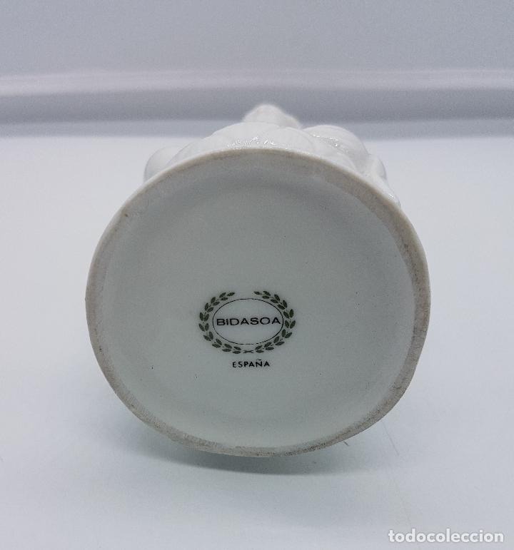 Antigüedades: Figura antigua de la diosa Kuan Yin en porcelana estilo oriental blanca, BIDASOA, años 40 . - Foto 6 - 95633003