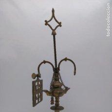 Antigüedades: ANTIGUA LÁMPARA DE ACEITE PARA DECORACIÓN EN BRONCE CINCELADO MUY BONITA.. Lote 95648851
