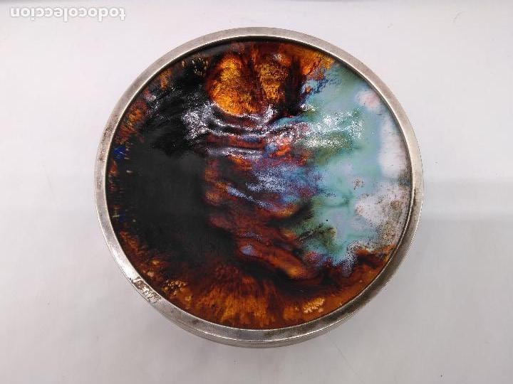Antigüedades: Cenicero antiguo en metal plateado con fondo de pintura hecha con esmaltes. - Foto 2 - 95654559