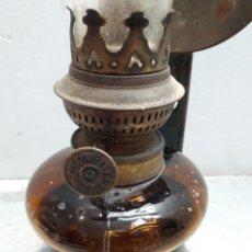 Antigüedades: QUINQUE ANTIGUO DE PARED CON SOPORTE FABRICADO EN ESPAÑA. Lote 95657483