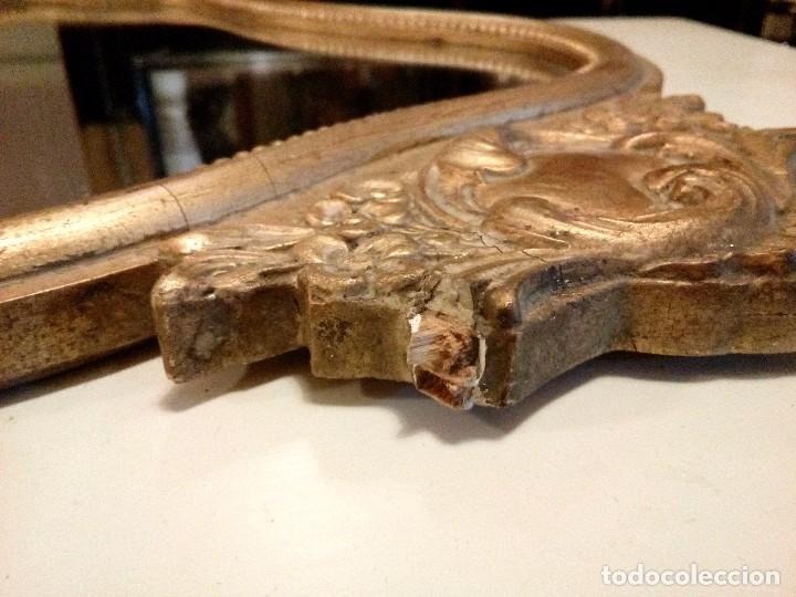 Antigüedades: ANTIGUO ESPEJO DE MADERA CON PENACHO EN PAN DE ORO - 54 X 34 CM - Foto 4 - 95710187