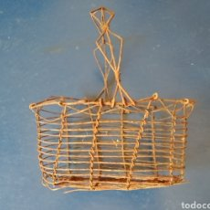 Antigüedades: CESTA HUEVERA DE ALAMBRE S. XIX.. Lote 95821010
