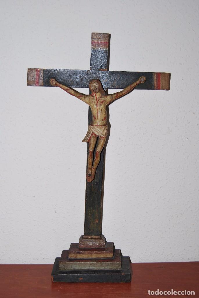 Antigüedades: CRUCIFIJO CON PEANA - JESÚS CRUCIFICADO - TALLA DE MADERA POLICROMADA - CRISTO DOLIENTE - S.XVIII - Foto 3 - 95847871