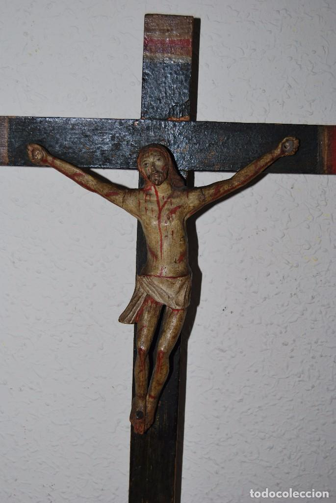Antigüedades: CRUCIFIJO CON PEANA - JESÚS CRUCIFICADO - TALLA DE MADERA POLICROMADA - CRISTO DOLIENTE - S.XVIII - Foto 5 - 95847871