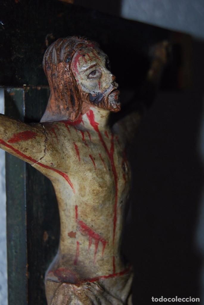 Antigüedades: CRUCIFIJO CON PEANA - JESÚS CRUCIFICADO - TALLA DE MADERA POLICROMADA - CRISTO DOLIENTE - S.XVIII - Foto 9 - 95847871