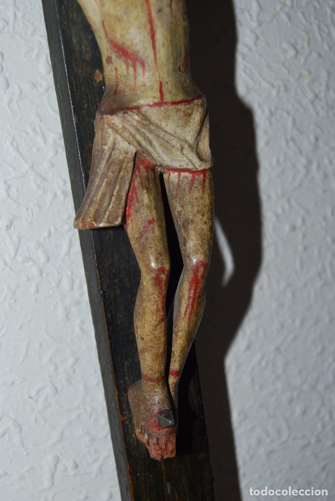 Antigüedades: CRUCIFIJO CON PEANA - JESÚS CRUCIFICADO - TALLA DE MADERA POLICROMADA - CRISTO DOLIENTE - S.XVIII - Foto 12 - 95847871