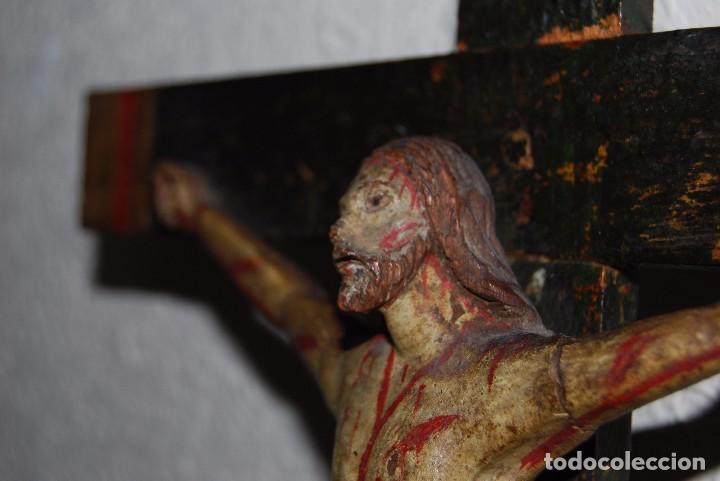 Antigüedades: CRUCIFIJO CON PEANA - JESÚS CRUCIFICADO - TALLA DE MADERA POLICROMADA - CRISTO DOLIENTE - S.XVIII - Foto 16 - 95847871