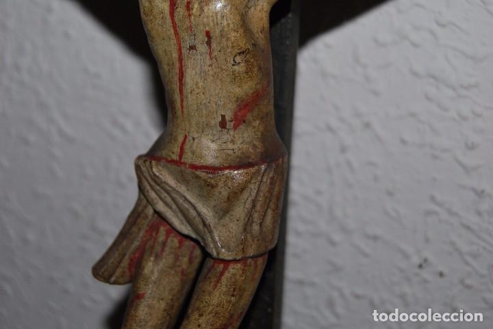 Antigüedades: CRUCIFIJO CON PEANA - JESÚS CRUCIFICADO - TALLA DE MADERA POLICROMADA - CRISTO DOLIENTE - S.XVIII - Foto 17 - 95847871