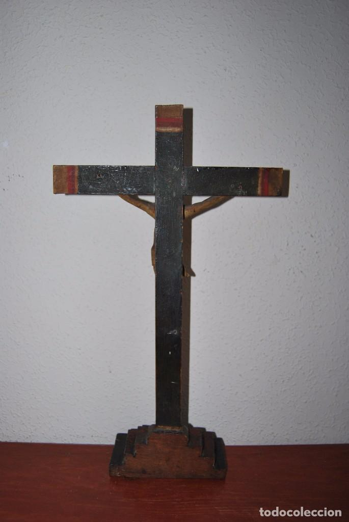 Antigüedades: CRUCIFIJO CON PEANA - JESÚS CRUCIFICADO - TALLA DE MADERA POLICROMADA - CRISTO DOLIENTE - S.XVIII - Foto 19 - 95847871