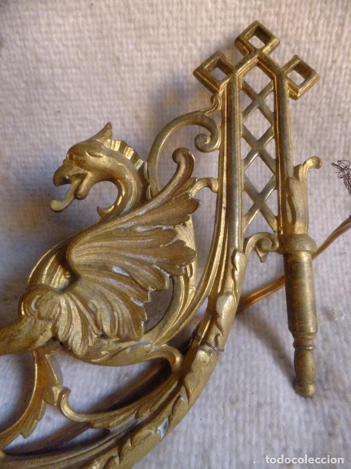 2 CANDELERO ( NO CANDELABRO ) EN BRONCE DORADO MODERNISTA DE PIANO O PARED CON DRAGÓN PRC. SXX (Antigüedades - Iluminación - Candelabros Antiguos)