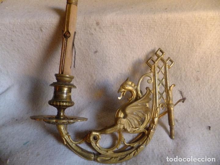 Antigüedades: 2 Candelero ( no candelabro ) en bronce dorado modernista de piano o pared con dragón prc. SXX - Foto 5 - 95850839