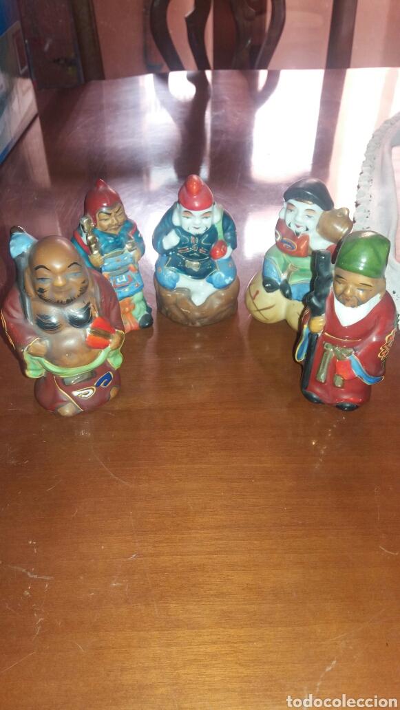 ANTIGUAS FIGURAS EN PORCELANA DE DIOSES ORIENTALES EN MINIATURA. (Antigüedades - Porcelanas y Cerámicas - China)
