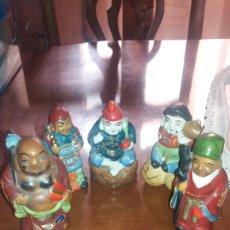 Antigüedades: ANTIGUAS FIGURAS EN PORCELANA DE DIOSES ORIENTALES EN MINIATURA.. Lote 95859594