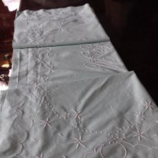 Antigüedades: ANTIGUA SABANA BORDADA A MAQUINA CON INICIALES, COLOR VERDE.. Lote 95869119