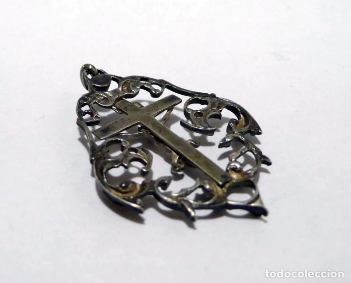 Antigüedades: Antigua medalla con anilla para colgar cruz crucifijo de plata - Foto 2 - 95873487