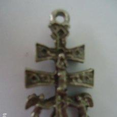 Antigüedades: ANTIGUA Y BONITA CRUZ DE CARAVACA PEQUEÑA- DESCONOZCO EL MATERIAL Y LA ANTIGUEDAD. Lote 95889295