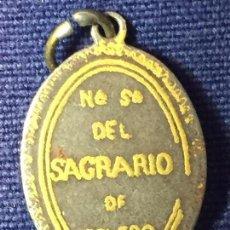 Antigüedades: MEDALLA TOLEDO ACERO ORO DAMASQUINADO NUESTRA SEÑORA DEL SAGRARIO PPIO S XX 2,5X1,8CMS. Lote 95896979