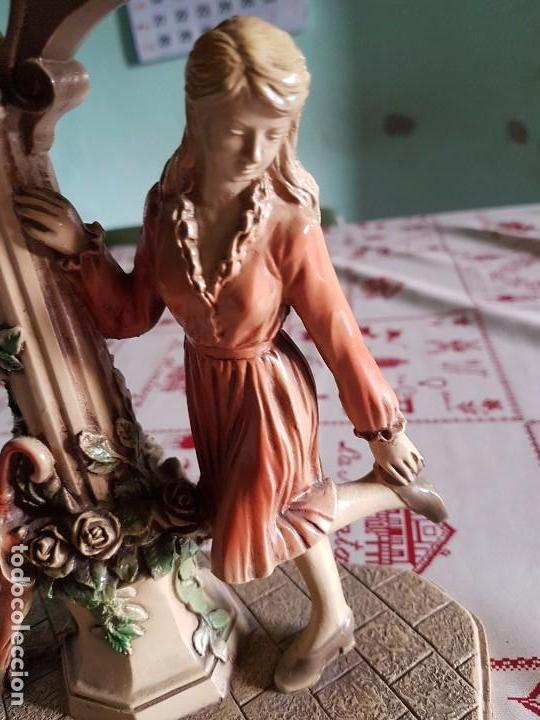 Antigüedades: Figura reloj de una mujer con su paraguas en paris - Foto 10 - 95963771