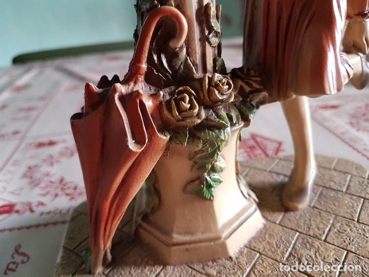 Antigüedades: Figura reloj de una mujer con su paraguas en paris - Foto 11 - 95963771