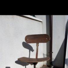Antigüedades: SILLA INDUSTRIAL DE ANTIGUA FABRICA DE LOS AÑOS 30 APROX. Lote 95982603