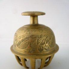 Antigüedades: CAMPANA TIBETANA DE BRONCE MUY DECORADA - SONIDO RELAJANTE -. Lote 96009411