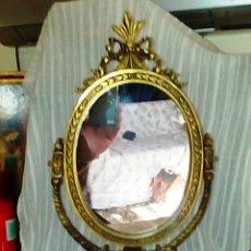 Antigüedades: ESPEJO ISABELINO BRONCE DORADO. FINALES SIGLO XIX. DE TOCADOR O SOBREMESA.. Lote 96025926