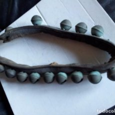 Antigüedades: PRECIOSO COLLAR DE CASCABELES. MUY ANTIGUO.. Lote 96028367
