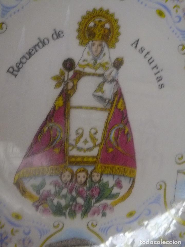 PLATO PORCELANA RECUERDO ASTURIAS CON VIRGEN DE COVADONGA Y ESCENAS ASTURIANAS. (Antigüedades - Porcelanas y Cerámicas - Otras)