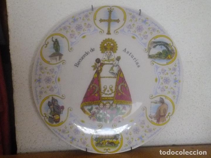 Antigüedades: Plato porcelana Recuerdo Asturias con Virgen de Covadonga y escenas asturianas. - Foto 2 - 96030099