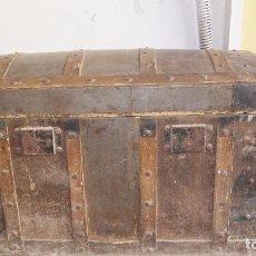 Antigüedades: ANTIGUO BAUL DE MADERA Y CHAPA PARA RESTAURAR. Lote 95954991