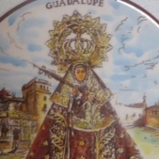 Antigüedades: PLATO CERAMICA VIRGEN GUADALUPE ( CÁCERES ) CON EL MONASTERIO.PLATART. Lote 96042971