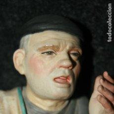 Antigüedades: FIGURA POLICROMADA ALGORA IMAGEN DE VENDEDOR AMBULANTE, NUMERADA. MIDE 32X11 CMS.. Lote 96073475