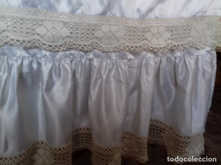 Antigüedades: BONITA CORTINA DE RASO DE TERGAL CON VOLANTE Y ENCAJE. - Foto 4 - 96100535