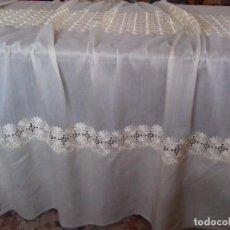 Antiquitäten - ANTIGUA CORTINA DE TELA BORDADA COLOR BEIG. LLEVA 3 FRANJAS BORDADAS. - 96104171
