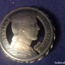 Antigüedades: PRENDEDOR PIN MEDALLA MONEDA DE PLATA CALADA LETONIA 5 LATI 1929 SIN AGUJA BUEN TRABAJO ARTESANO 3,7. Lote 96129355
