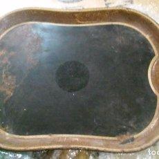 Antigüedades: LOTE DE 2 BANDEJAS DE METAL LACADO EN NEGRO Y DORADO. Lote 96142107