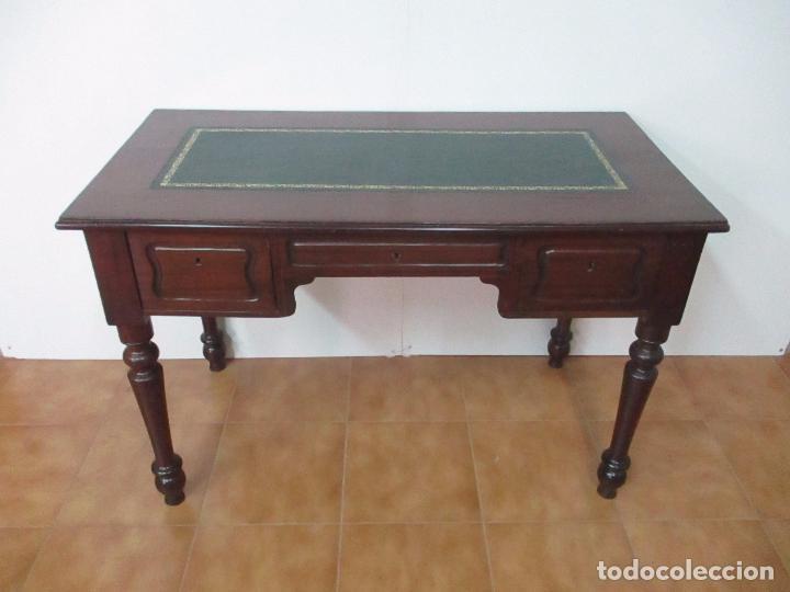 MESA DE DESPACHO - ISABELINA (DITADA) - MADERA DE CAOBA - TAPETE EN PIEL VERDE, CON RIVETE -S. XIX (Antigüedades - Muebles Antiguos - Mesas de Despacho Antiguos)
