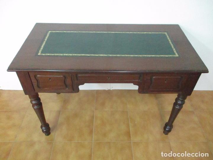 Antigüedades: Mesa de Despacho - Isabelina (Ditada) - Madera de Caoba - Tapete en Piel Verde, con Rivete -S. XIX - Foto 3 - 144070392