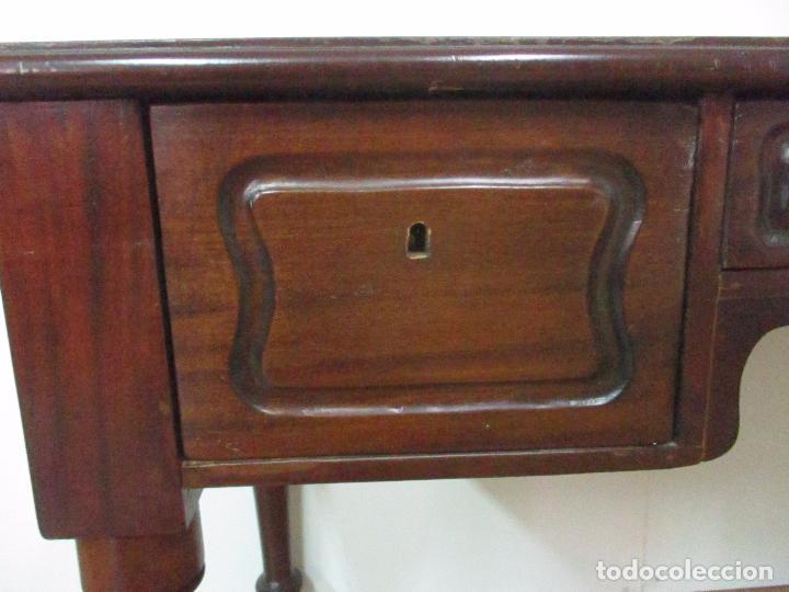 Antigüedades: Mesa de Despacho - Isabelina (Ditada) - Madera de Caoba - Tapete en Piel Verde, con Rivete -S. XIX - Foto 6 - 144070392