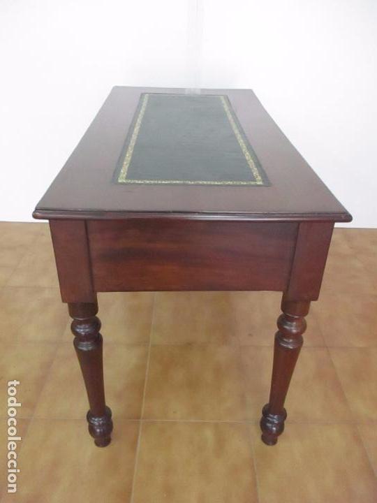Antigüedades: Mesa de Despacho - Isabelina (Ditada) - Madera de Caoba - Tapete en Piel Verde, con Rivete -S. XIX - Foto 17 - 144070392