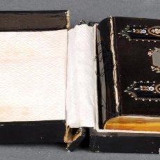 Antigüedades: DEVOCIONARIO HORAS DE LA MUJER CATÓLICA TAPAS CAREY INCRUSTACIÓN PLATA NÁCAR HUESO FINAL S XIX. Lote 96208187