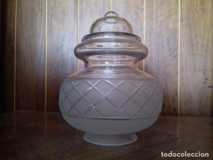 ANTIGUA TULIPA DE CRISTAL TALLADO. 20 CM. DE ALTA. BOCA 7,5 CM. (Antigüedades - Iluminación - Otros)